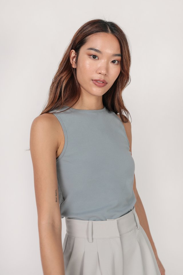 Ezra Basic Top (Dusty Blue)